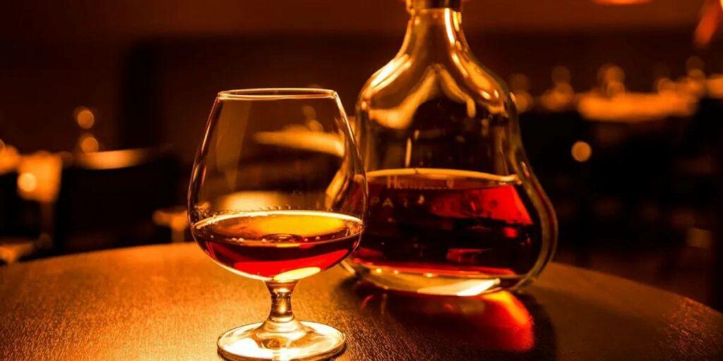 Коньяк – Как правильно пить? Как отличить лучший напиток и причем здесь вино?