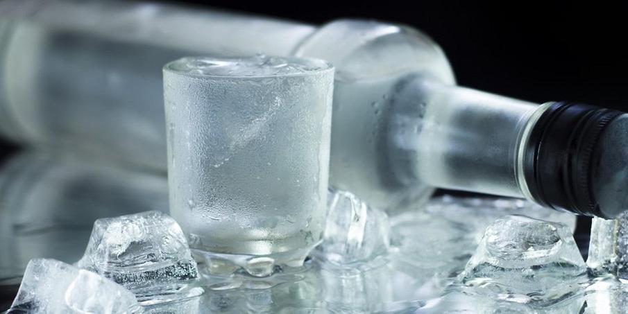 водка и лед