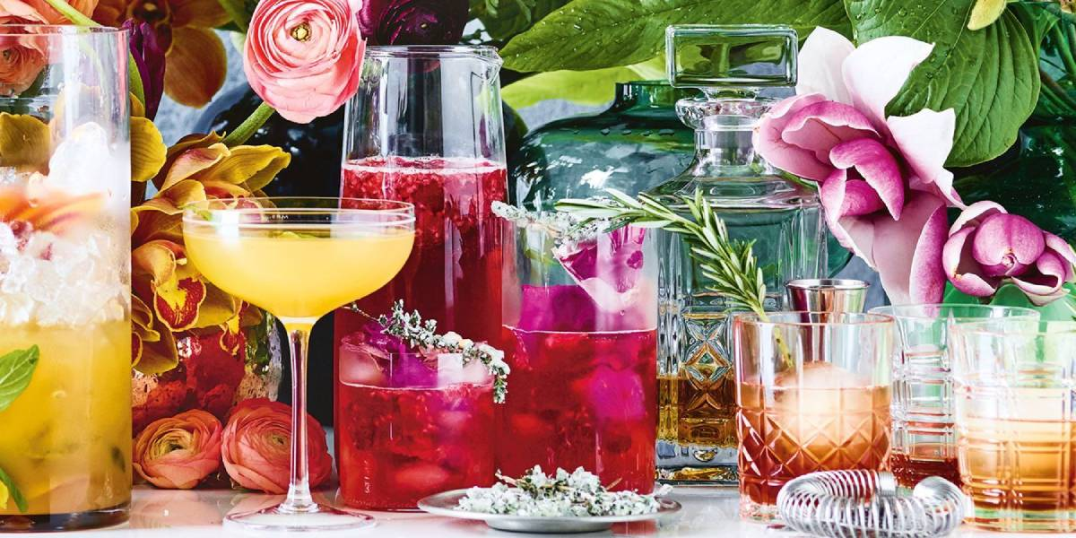розовый вермут в бокалах