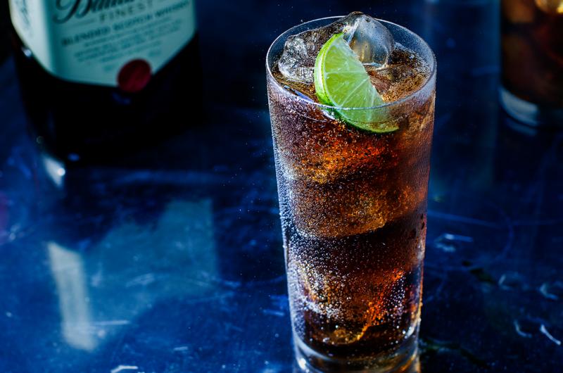 Как приготовить коктейль Виски Кола