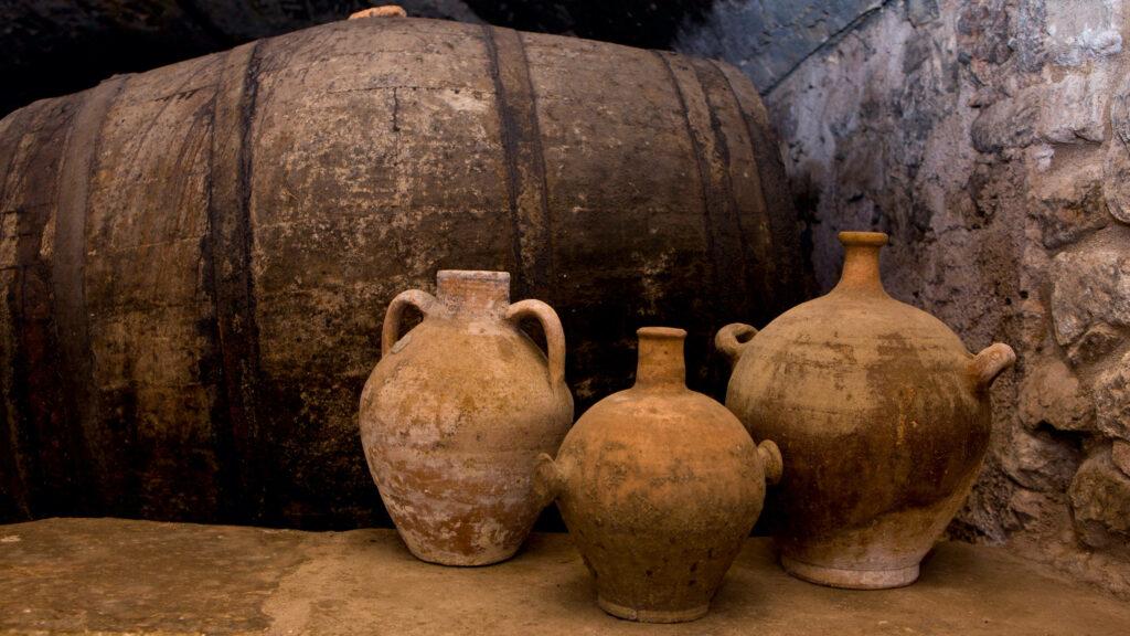 испанское вино в кувшинах