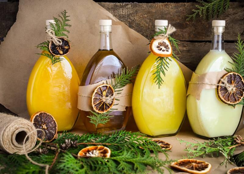 домашний лимончелло в бутылках