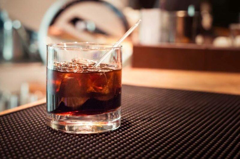 Как приготовить коктейль Черный Русский