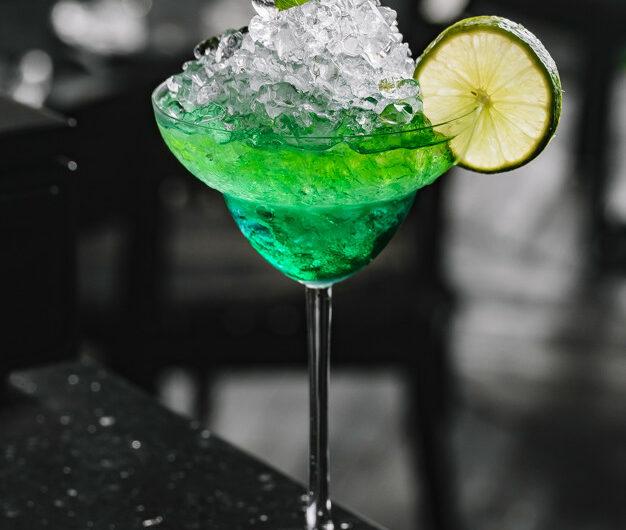 Как приготовить коктейль Зеленая Фея
