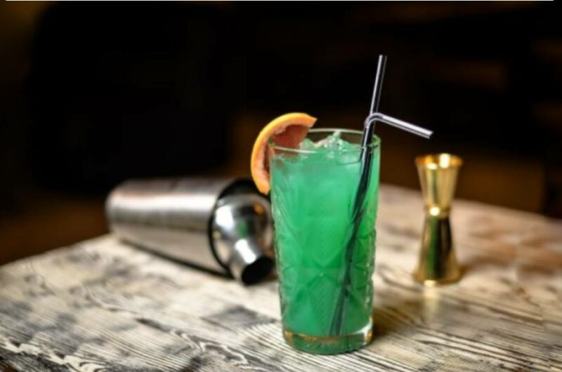 Как приготовить коктейль Зеленый Фонарь