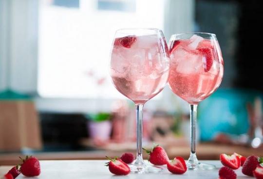 как пить розовый джин