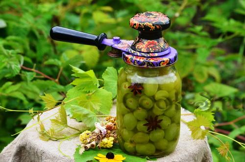закатывание банок для компота из винограда