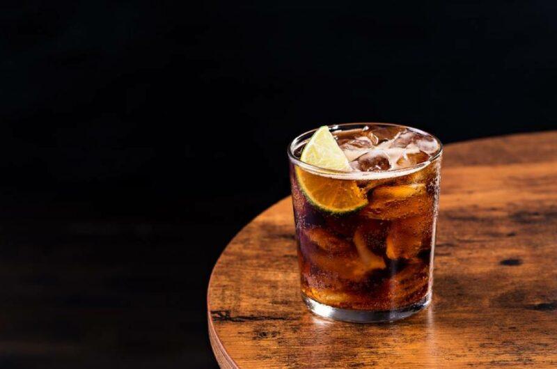 Как приготовить коктейль Бренди Кола