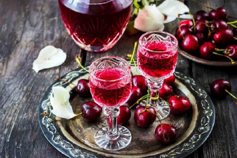 как пить домашнюю вишневую наливку