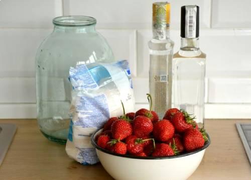 ингредиенты для клубничной наливки в домашних условиях