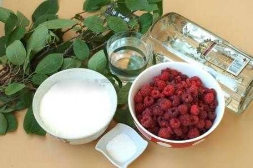 ингредиенты для приготовления малиновой наливки