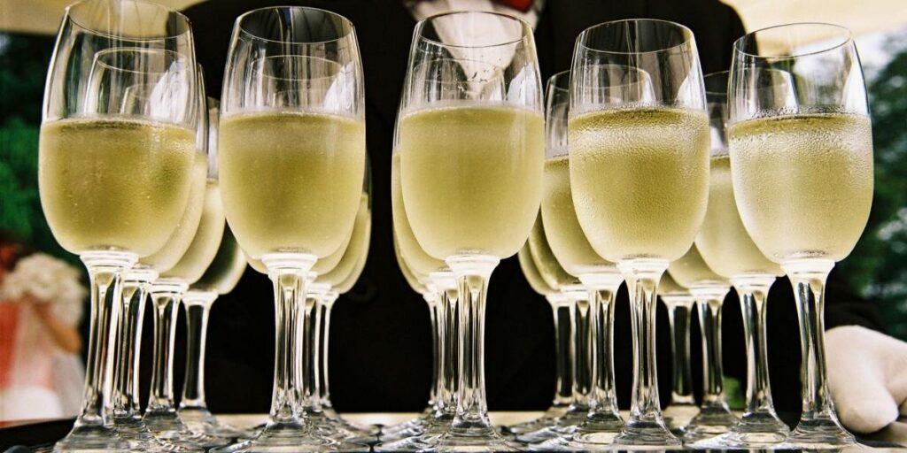 Коктейли с Игристым Вином, Шампанским, Просекко – Идеально Для Лета и Любого Праздника