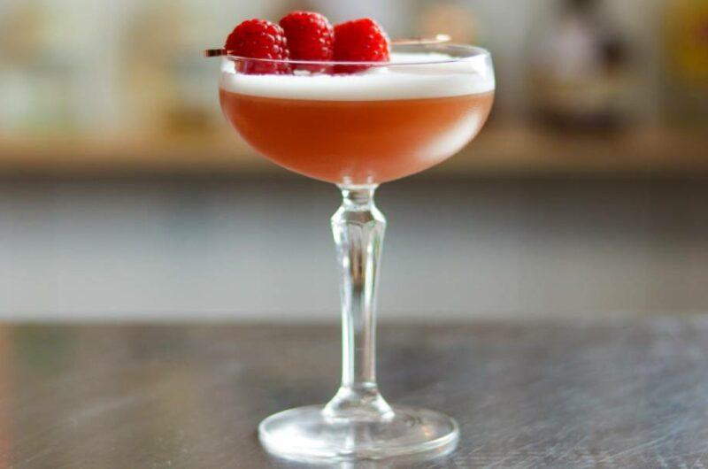 Как приготовить коктейль Французский Мартини